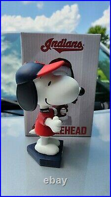 Cleveland Indians Snoopy Peanuts Bobblehead SPECIAL PROMO Amazing item